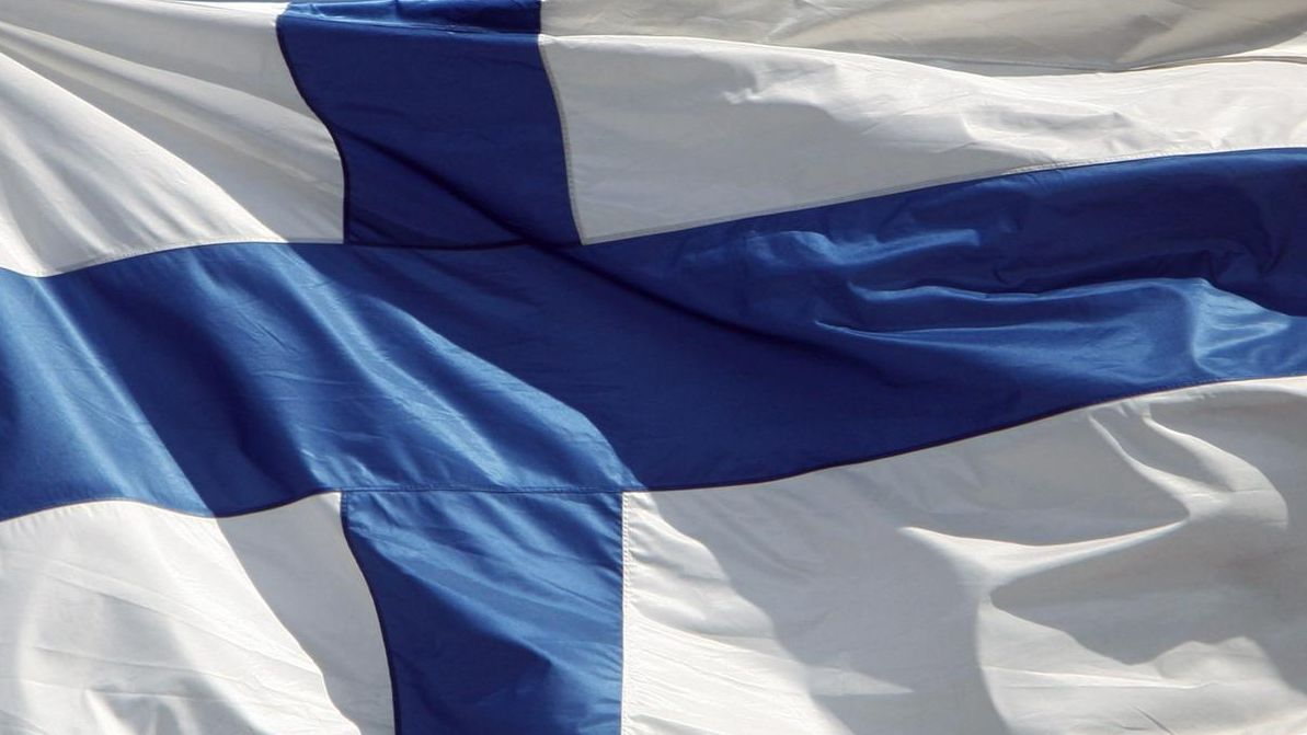 Juhannuksena lippu liehuu läpi yön - Kotimaa - Uutiset - MTV.fi