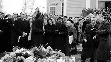 KyllikkiSaari_hautajaiset