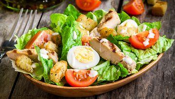 salaatti lounas