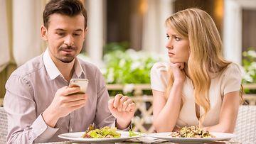puhelin, ärsytys, pariskunta, ravintola
