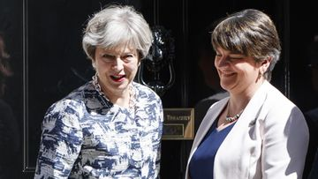 Theresa May ja Arlene Foster DUP