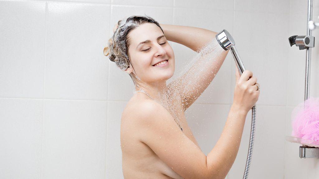 Naiset suihkuta