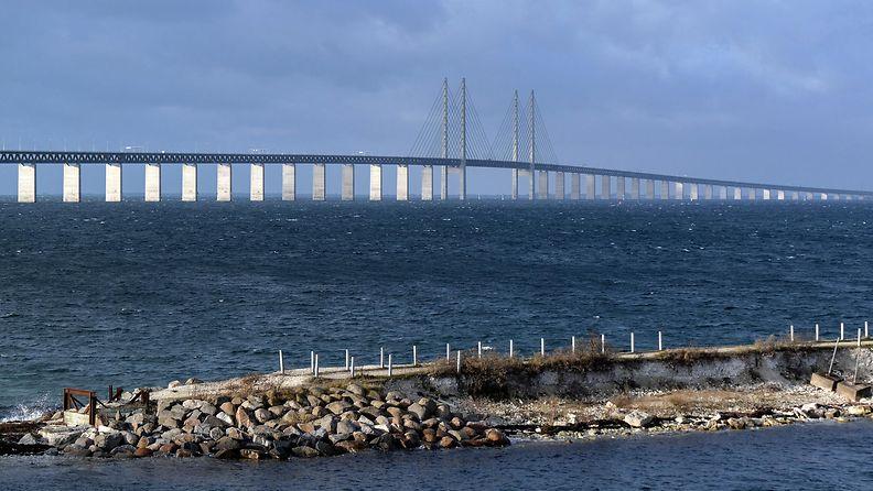 Juutinrauman silta Ruotsin puolelta kuvattuna.