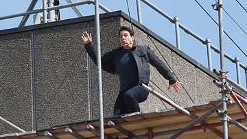 Tom Cruise Mission Impossible -elokuvan kuvauksissa. (1)