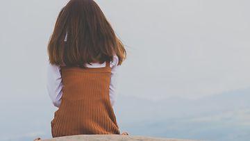 tyttö yksinäisyys kiusaaminen