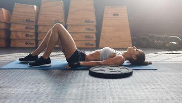 treeni, väsynyt nainen