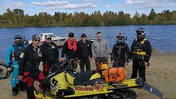 Aki Pesosen taustajoukoissa oli mekaanikot ja huoltoveneen sekä vesijettien kuljettajat.