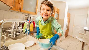 pikkupoika tiskaa