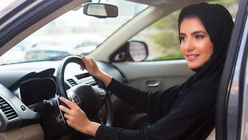 saudi arabia nainen auto