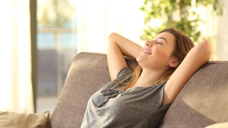 nainen onnellisuus