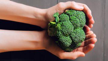 parsakaali kädessä