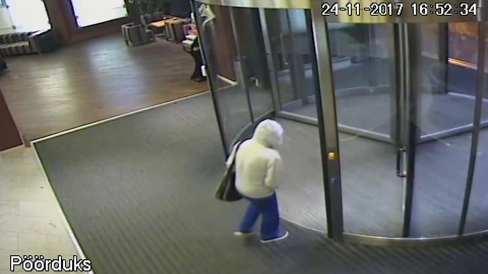 Viimeinen kuva Tallinnassa kadonneesta Ari Saarilammista: poistui hotellista huppu päässä ...