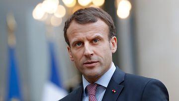 Emmanuel Macron AOP