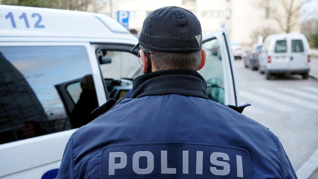 Poliisi vaatii äitinsä murhan yrityksestä epäiltyä miestä vangittavaksi – äidin tila on vakava ...