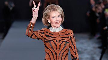 Jane Fonda 1.10.2017 vaaka Pariisin muotiviikoilla