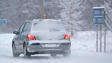 auto liikenne talvi AOP