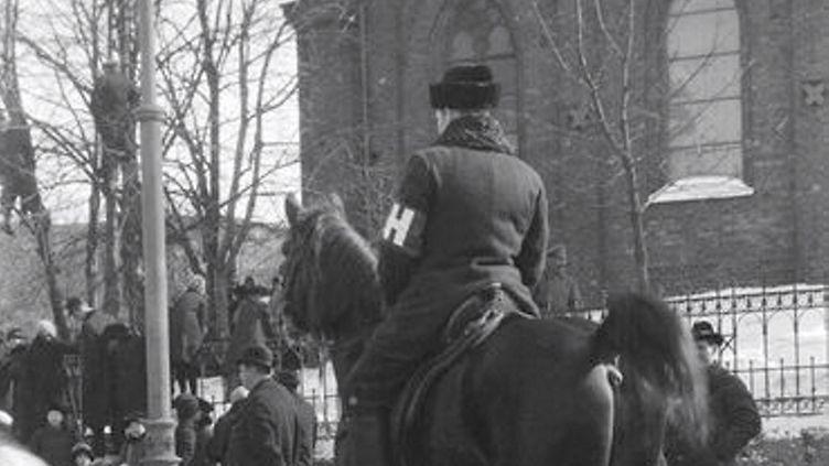 Miliisi 1917 Saa käyttää vain tietyssä jutussa