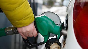 AOP auto autoilu henkilöauto bensa bensiini polttoaine tankkaaminen 1.03501476