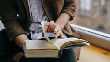lukea, lukeminen, mies, kirja