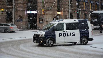 poliisi poliisiauto helsinki talvi
