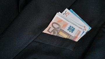 AOP palkka raha euro 1.03750193