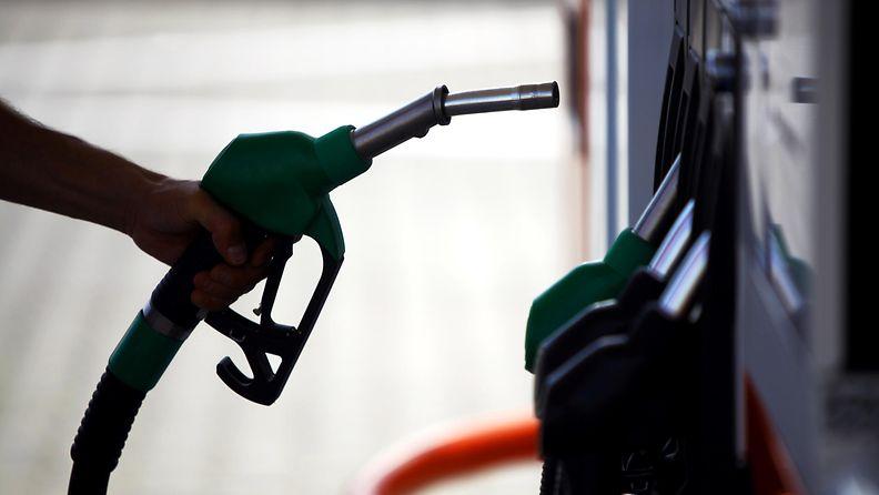 polttoaine bensa diesel tankkaus tankkaaminen
