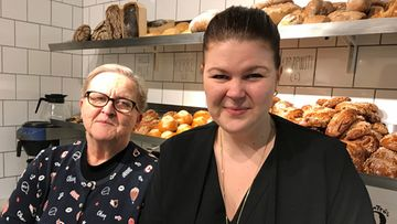 Merja Järvinen ja Saana Lampinen, Rönttösrouva-kahvila Tapanilassa