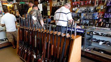 USA Yhdysvallat asekauppa aseluvat aseet
