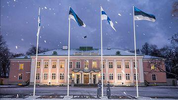 Viron presidentinlinna Viro Suomi liput itsenäisyyspäivä 2017 Lehtikuva