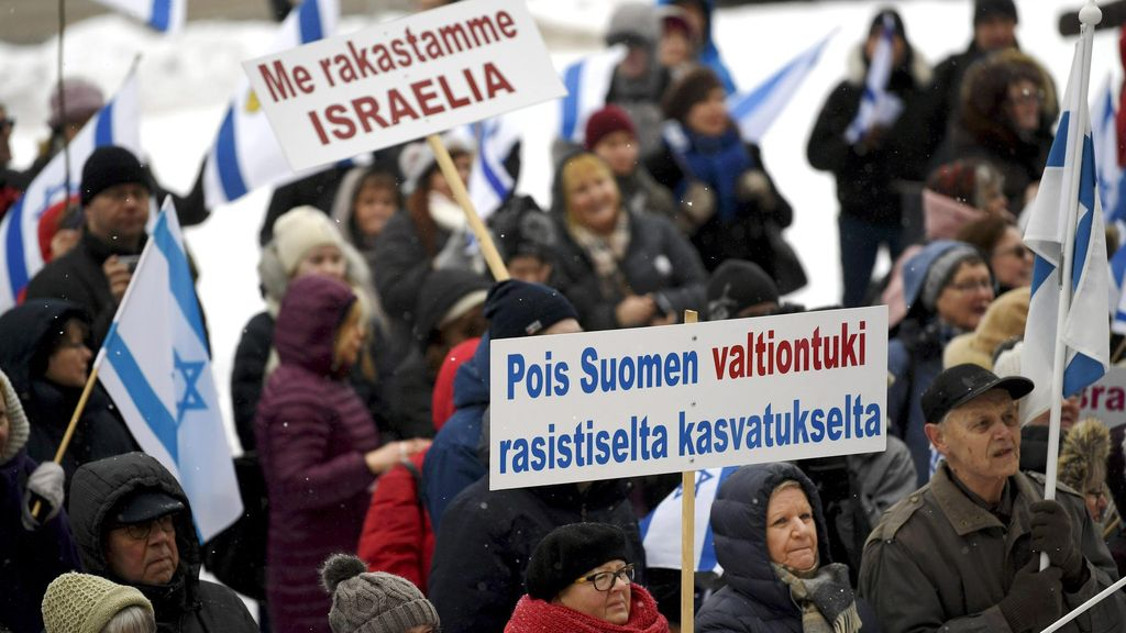 Protesters in the Parliamentary House in Helsinki on February 11, 2018, supported by the Israeli Friendship Commission. Tukimar opposes a policy aimed at sharing Israel and Jerusalem. Copyright: Lehtikuva. Photo: Antti Aimo-Koivisto.