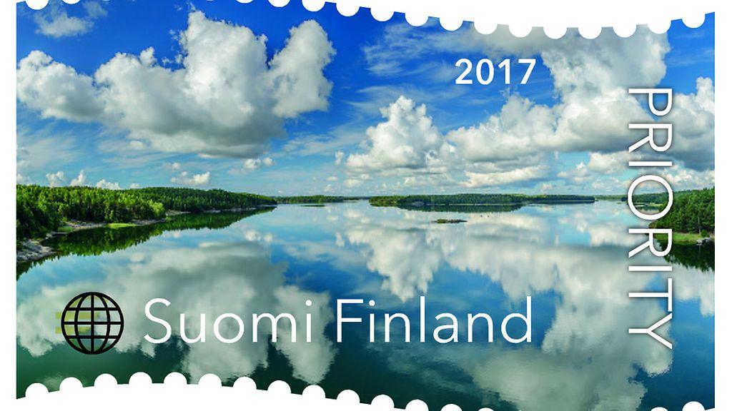 vuoden 2018 joulumerkki Tässä on vuoden kaunein postimerkki: Pilvet saaristossa lumosivat  vuoden 2018 joulumerkki