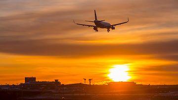 aop laskeutuva lentokone helsinki-vantaa lentoasema