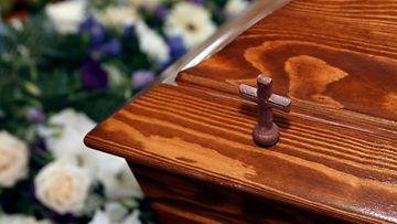 AOP hautajaiset kuolema hauta hauta-arkku1.03248180