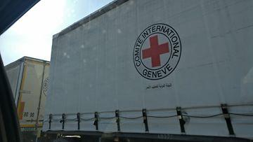 Kansainvälisen Punaisen Ristin avustusrekka matkalla. Syyrian Punainen Puolikuu vie lähes kaikki avustusrekat perille oli mukana sitten Punaisen Ristin tai YK:n avustustarvikkeita.
