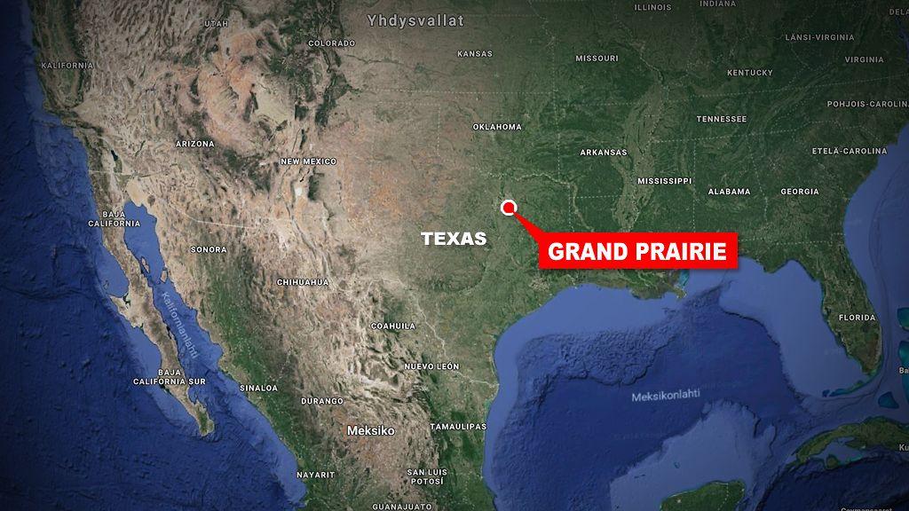 Asemies Avasi Tulen Ikea Tavaratalon Parkkipaikalla Texasissa
