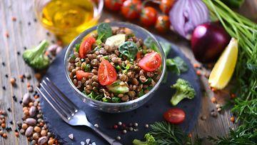 linssisalaatti kasvisruoka