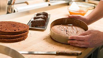 kakkupohja leipominen täytekakku