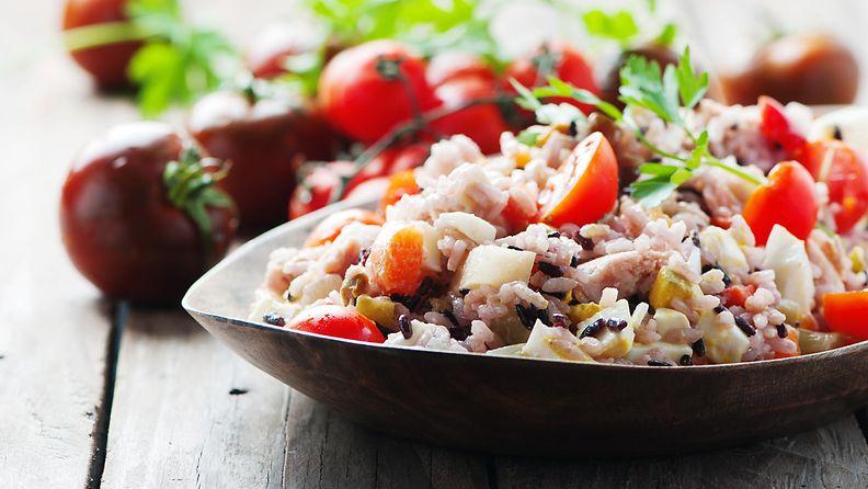 tonnikala salaatti riisi