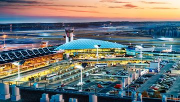 HelsinkiAirport_terminal_outside_evening