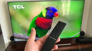 Samsung Q7FN -televisio - kaukosäädin