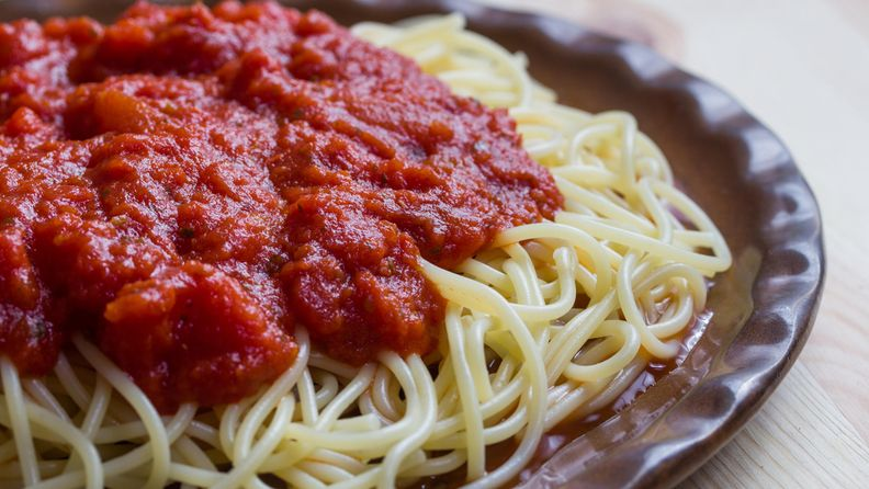 tomattikastike spagetti pasta