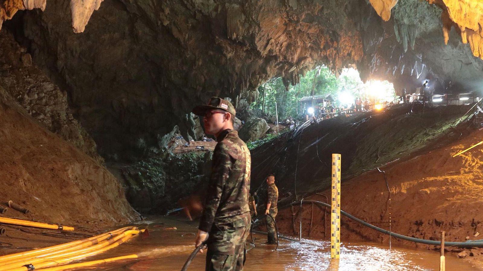 Pelastajille työrauha  Ylimääräiset ihmiset poistetaan Thaimaan luolan  alueelta – kamppailu aikaa vastaan käynnissä - MTVuutiset.fi b5ecb00729