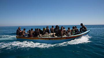 EPA siirtolaiset vene kuvitusta