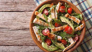 salaatti avokado kana