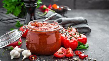 kirsikkatomaatti tomaattikastike