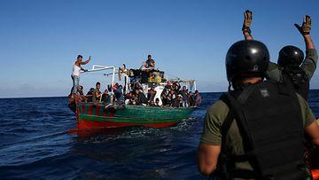 AOP siirtolaislaiva Tunisia Italia Portugali