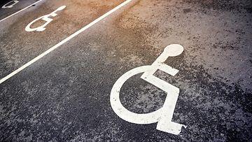 parkkipaikka, parkkiruutu, invalidi, invapaikka