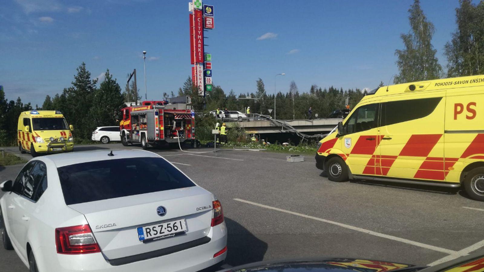 Tämä kaikki Kuopion tuhoisasta bussionnettomuudesta tiedetään – Bussi syöksyi 10 metriä ...