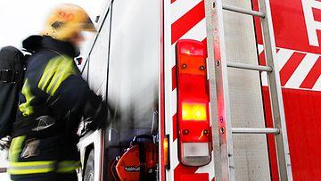 Palomies pelastuslaitos paloauto