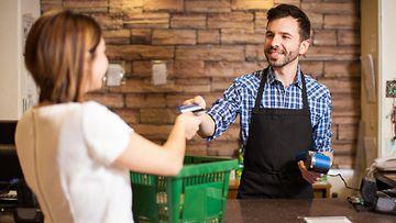 ruokakauppa myyjä kiusallinen arkinen kontakti